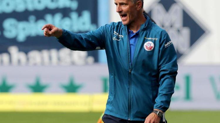 Hansa-Trainer Jens Härtel bei einem Spiel. Foto: Bernd Wüstneck/dpa-Zentralbild/dpa