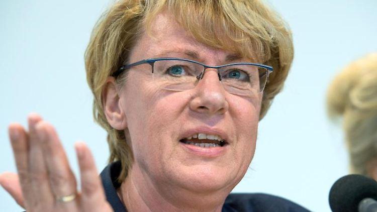 Niedersachsens Landwirtschaftsministerin Barbara Otte-Kinast (CDU) spricht bei einer Pressekonferenz. Foto: Christophe Gateau/dpa/Archivbild