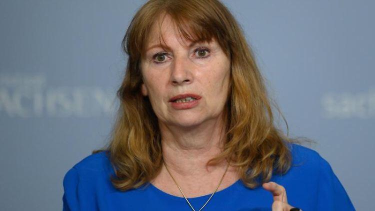 Sachsens Gesundheitsministerin Petra Köpping (SPD) spricht bei einer Pressekonferenz. Foto: Robert Michael/dpa-Zentralbild/dpa/Archivbild