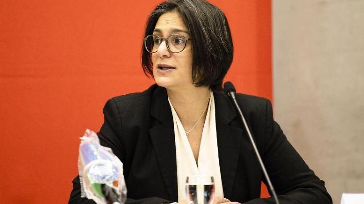 Die SPD-Landesvorsitzende Serpil Midyatli spricht während einer Pressekonferenz. Foto: Frank Molter/dpa