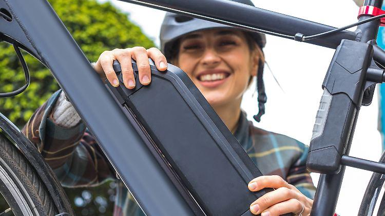 Discounter und Baumärkte locken ab und zu mit günstigen E-Bikes. Der niedrige Preis wird allerdings oft mit billigen Komponenten erkauft.