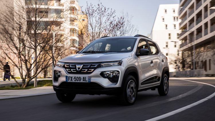 2021_-_New_Dacia_Spring.jpg