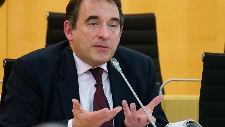 Alexander Lorz (CDU), Kultusminister von Hessen, spricht im Landtag. Foto: Andreas Arnold/dpa/Archivbild