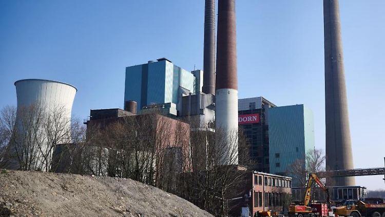 Das Steag-Kraftwerk wird auf seine Sprengung vorbereitet. Foto: Bernd Thissen/dpa