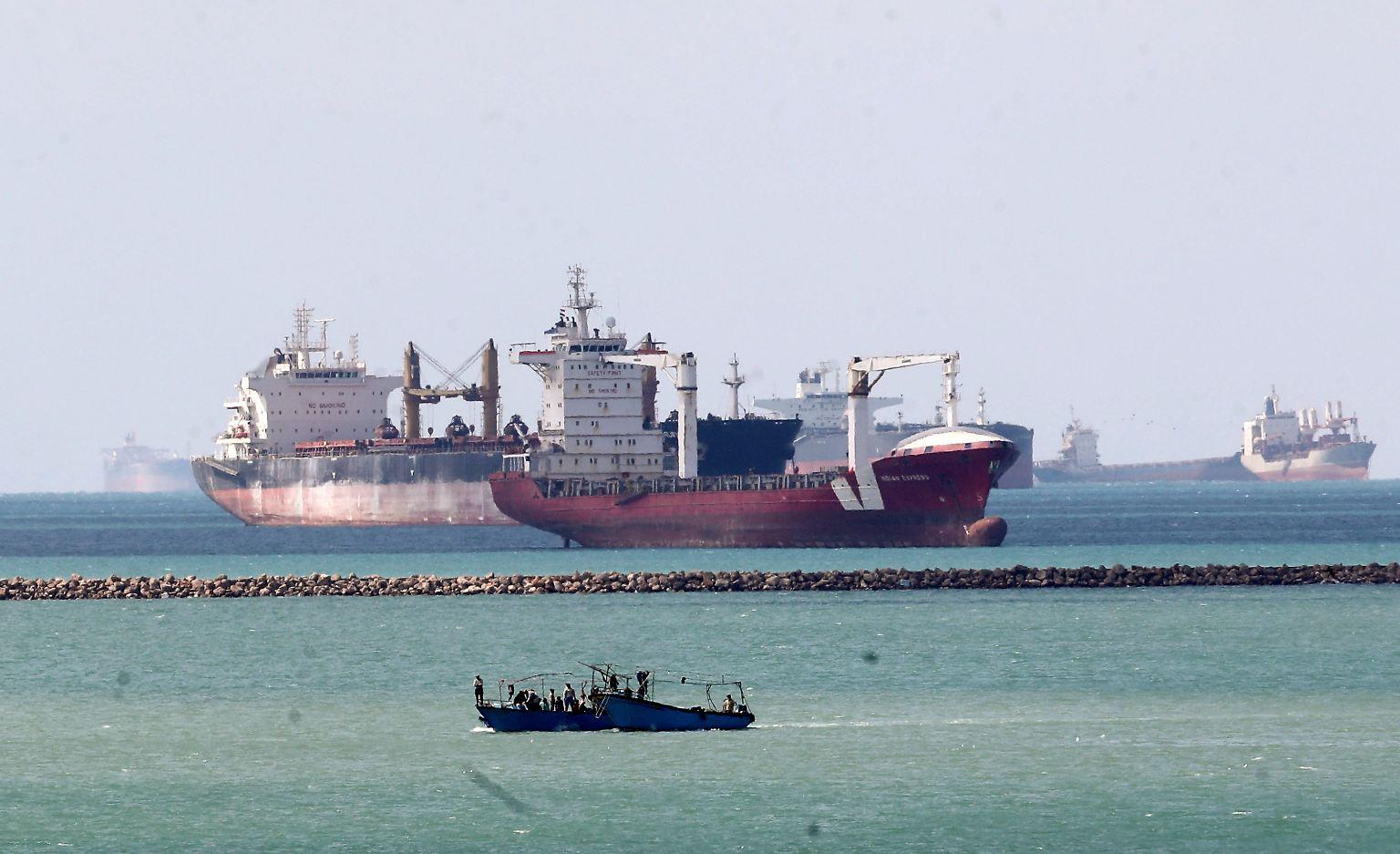 2021-03-29T110157Z_938909021_RC2ZKM9KH1DJ_RTRMADP_3_EGYPT-SUEZCANAL-SHIP-REINSURANCE.JPG