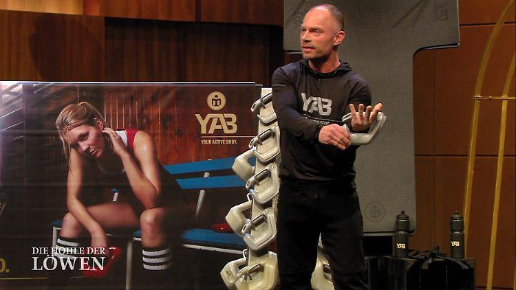 Beim Pitch des YAB-Erfinders Christian Polenz ging es handfest zur Sache. 2020 stellte der Gründer seine Hanteln vor.