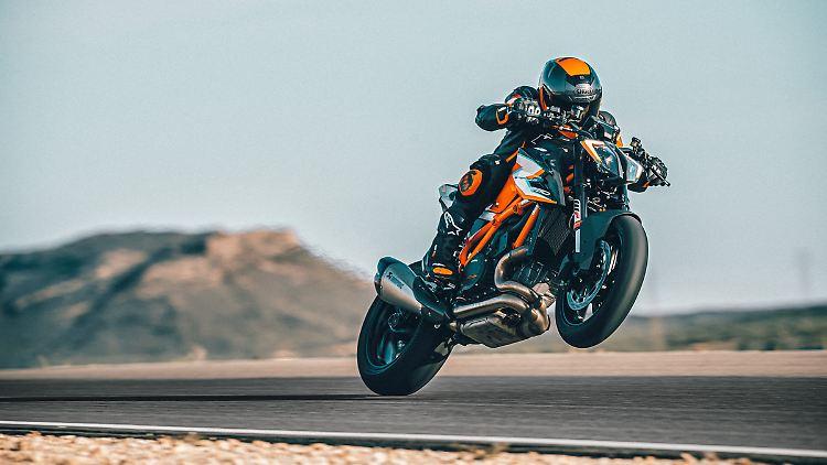 KTM 1290 SUPER DUKE RR Action-2.jpg