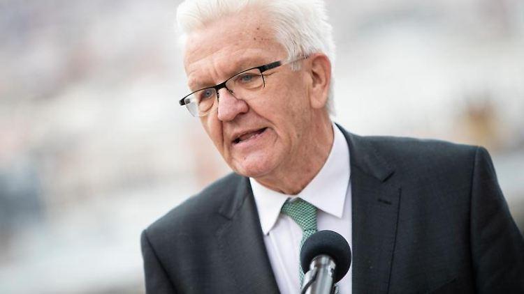 Winfried Kretschmann, Ministerpräsident von Baden-Württemberg, gibt ein Pressestatement. Foto: Christoph Schmidt/dpa