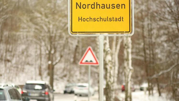 Schild am Ortseingang von Nordhausen. Foto: Matthias Bein/dpa-Zentralbild/dpa/Archivbild