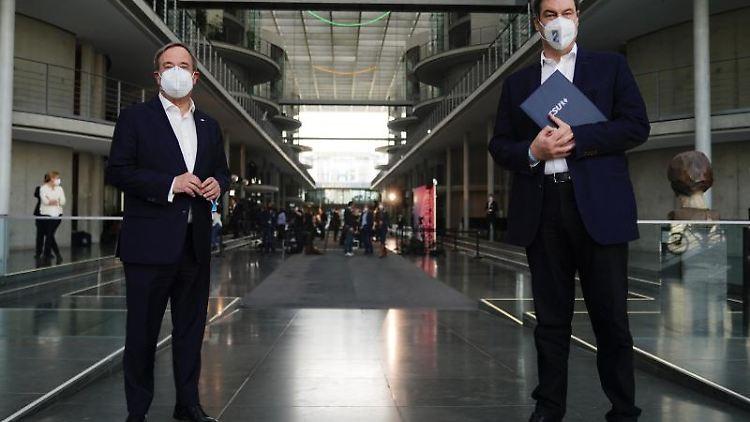 CDU-Bundesvorsitzender Armin Laschet (l) und CSU-Vorsitzender Markus Söder. Foto: Michael Kappeler/dpa