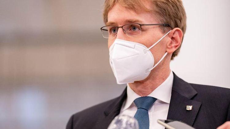 Daniel Günther (CDU), schleswig-holsteinischer Ministerpräsident, spricht. Foto: Axel Heimken/dpa/Archivbild