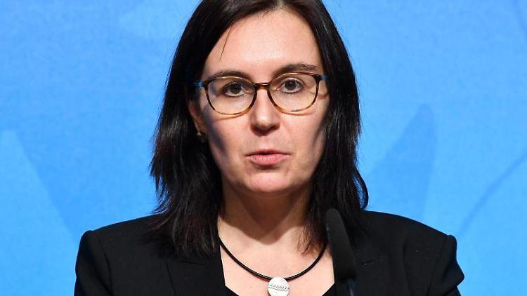 Marion Reiser, Politologin, bei einer Pressekonferenz. Foto: Martin Schutt/dpa-Zentralbild/ZB/Archivbild
