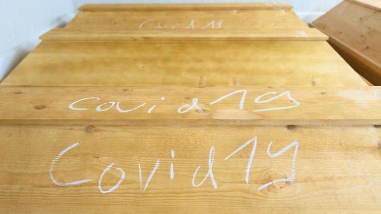 Mit Kreide geschrieben steht
