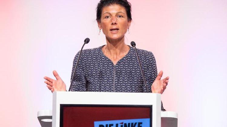 Sahra Wagenknecht (Linke) spricht bei einer Online-Versammlung. Foto: Marcel Kusch/dpa/Archivbild