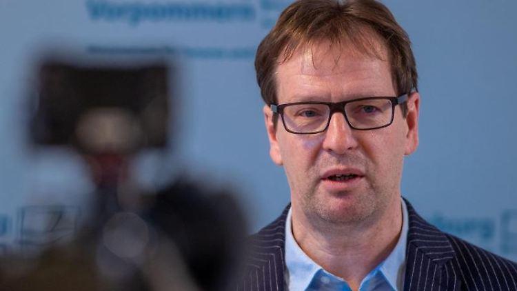 Mecklenburg-Vorpommerns Innenminister Torsten Renz spricht in Schwerin. Foto: Jens Büttner/dpa-Zentralbild/ZB