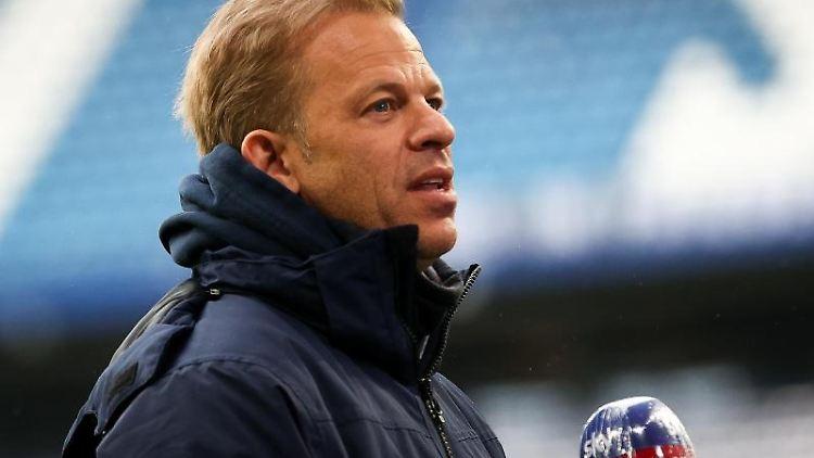 Trainer Markus Anfang gibt ein Interview. Foto: Christian Charisius/dpa/Archivbild