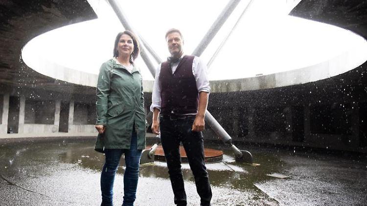 Annalena Baerbock und Robert Habeck (r) (Bündnis 90/Die Grünen). Foto: Christian Charisius/dpa