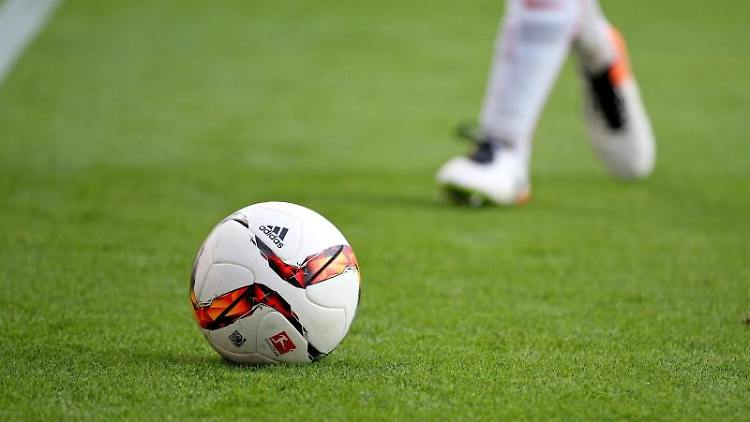 Ein Fußball-Spiel. Foto: Jan Woitas/dpa-Zentralbild/dpa/Symbolbild