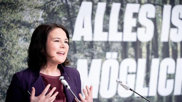 Annalena Baerbock (Bündnis 90/Die Grünen) spricht bei der digitalen Landesdelegiertenkonferenz. Foto: Kay Nietfeld/dpa