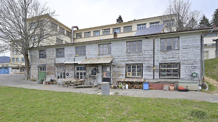 In dem Gebäude der ehemaligen Reuge-Fabrik in der Schweiz wurde das achtjährige Mädchen gefunden.
