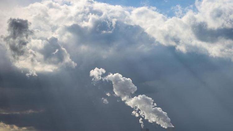 Von Sonne über Regen bis zu Graupel und Schneeschauern innerhalb kurzer Zeit. Foto: Jan Woitas/dpa-Zentralbild/dpa/Archivbild