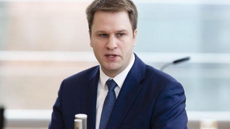 Schleswig-Holsteins FDP-Landtagsfraktionschef Christopher Vogt spricht. Foto: Frank Molter/dpa/Archivbild
