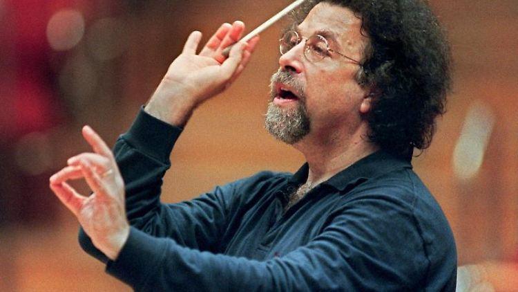 Der italienische Komponist und Dirigent Giuseppe Sinopoli. Foto: Hermann Wöstmann/dpa