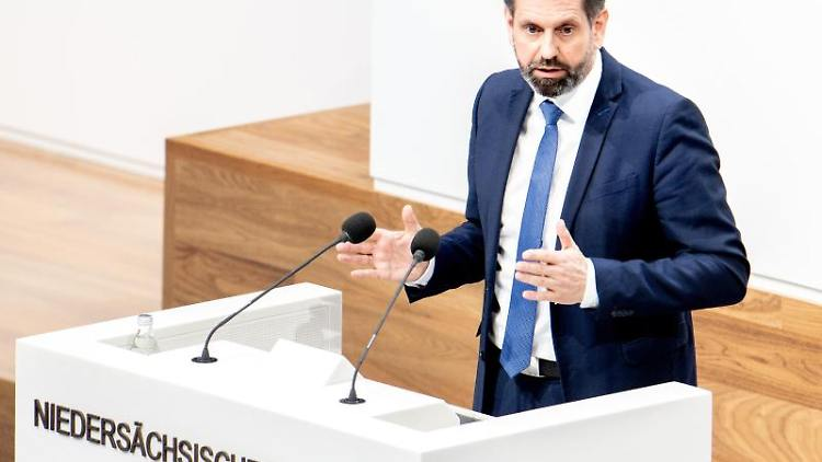 Olaf Lies (SPD), Umweltminister in Niedersachsen, spricht. Foto: Hauke-Christian Dittrich/dpa/Archivbild