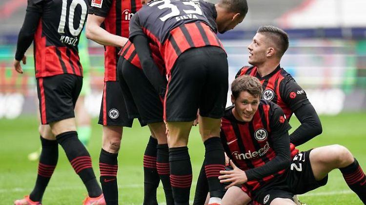 Spieler von Eintracht Frankfurt jubeln. Foto: Thomas Frey/dpa