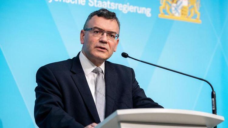 Florian Herrmann (CSU) spricht auf einer Pressekonferenz. Foto: Matthias Balk/dpa/Archivbild