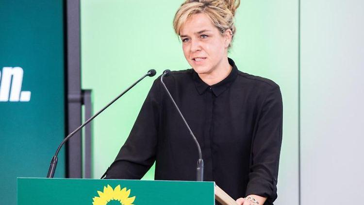 Mona Neubaur, Landesvorsitzende von Bündnis 90/Die Grünen in Nordrhein-Westfalen, spricht bei einer digitalen Landesdelegiertenkonferenz. Foto: Marcel Kusch/dpa/Archivbild