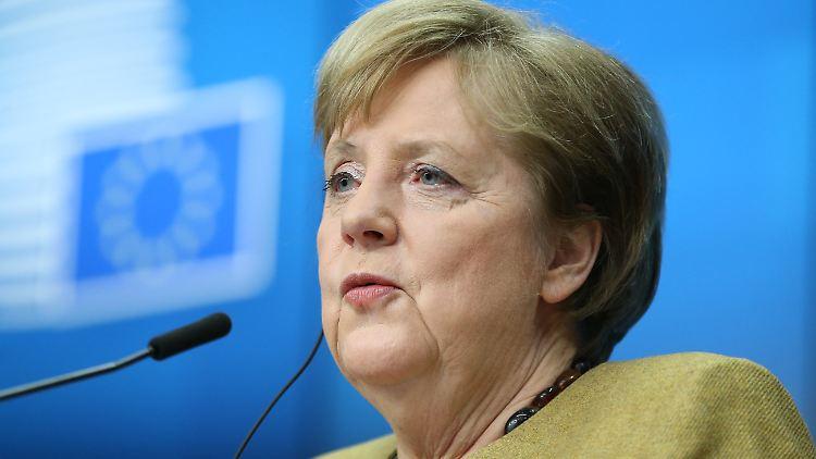 Zur in der Kritik stehenden Beschaffung von Corona-Impfstoff über Brüssel sagte Merkel: