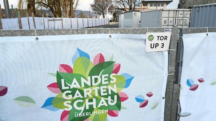Das Logo der Landesgartenschau auf einem Tor. Foto: Felix Kästle/dpa
