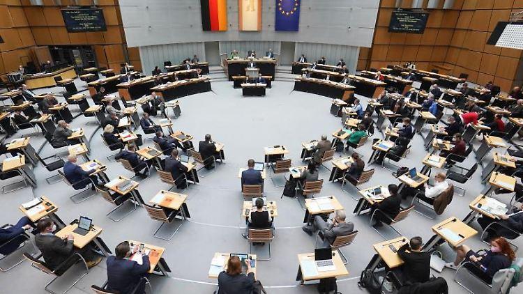 Das Berliner Abgeordnetenhaus während der Plenarsitzung. Foto: Jörg Carstensen/dpa
