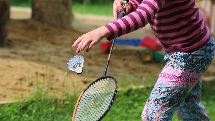 Sport von Kindern bleibt im Freien erlaubt sogar mit bis zu vier anderen Freunden.