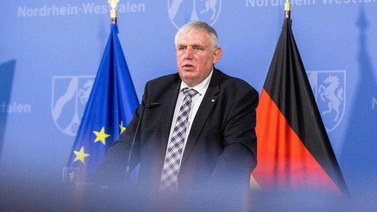 Karl-Josef Laumann (CDU), Gesundheitsminister von Nordrhein-Westfalen, spricht. Foto: Marcel Kusch/dpa/Archivbild