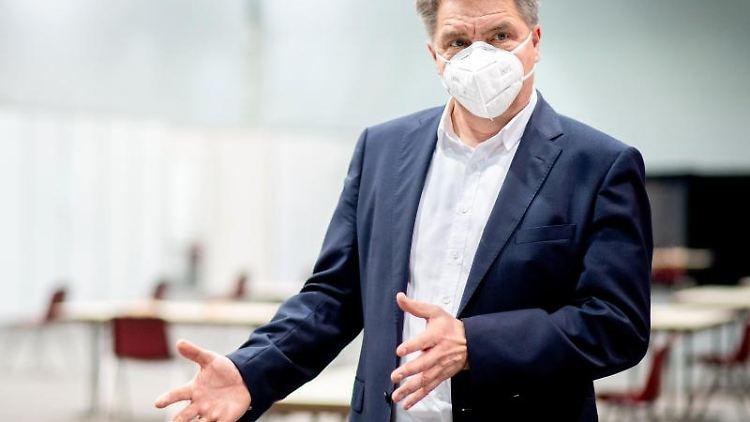 Jürgen Krogmann (SPD), Oberbürgermeister von Oldenburg, spricht. Foto: Hauke-Christian Dittrich/dpa/Archivbild