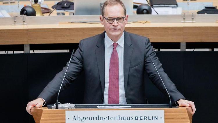 Michael Müller (SPD), Regierender Bürgermeister von Berlin, spricht. Foto: Christoph Soeder/dpa/Archivbild