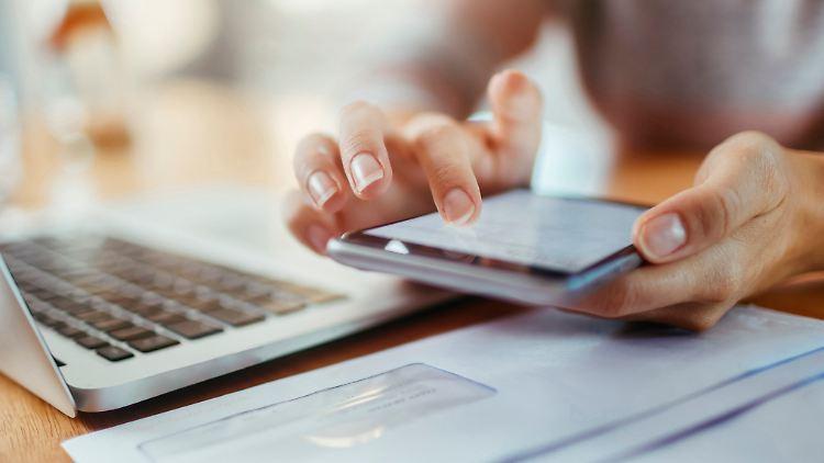 Handy-Vertrag: 3 Tipps gegen die Kostenfalle