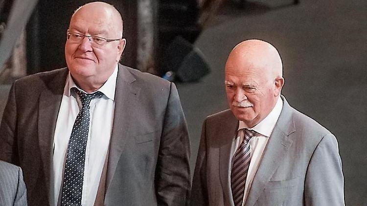 Der Rechtswissenschaftler Thomas Fischer (l) und der Anwalt Peter Gauweiler. Foto: Markus Scholz/dpa