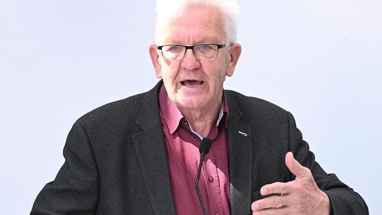 Winfried Kretschmann (Bündnis 90/Die Grünen), Ministerpräsident von Baden-Württemberg, spricht. Foto: Bernd Weißbrod/dpa/Archivbild