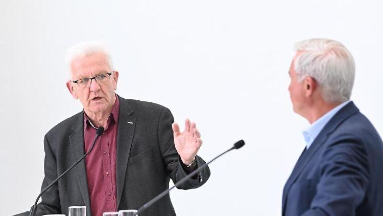 Winfried Kretschmann, Ministerpräsident von Baden-Württemberg und Thomas Strobl (r, CDU). Foto: Bernd Weißbrod/dpa