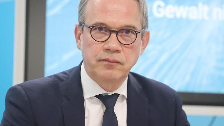 Georg Maier (SPD), Innenminister von Thüringen. Foto: Bodo Schackow/dpa-Zentralbild/dpa/Archiv