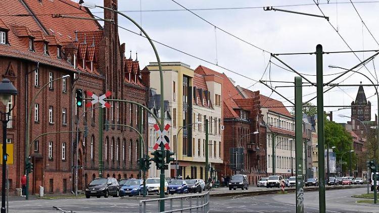 Die Gebäude der Einrichtung Oberlinhaus in der Rudolf-Breitscheid-Straße mit dem Thusnelda von Saldern Haus (M). Foto: Soeren Stache/dpa-Zentralbild/dpa/Aktuell