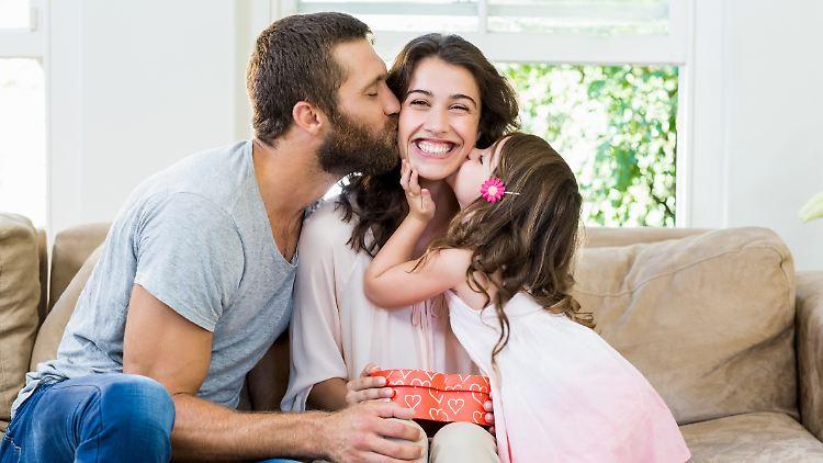 Eine kleine Aufmerksamkeit zum Muttertag zaubert jeder Mama ein Lächeln ins Gesicht.