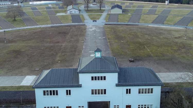 Eingang zum Häftlingslager mit dem