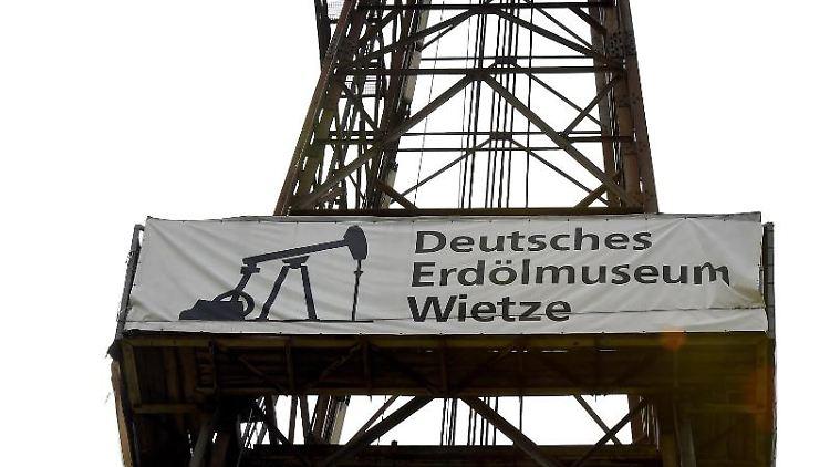 Ein 57 Meter hoher Bohrturm. Foto: picture alliance / dpa