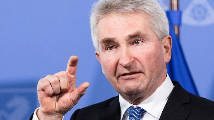 Andreas Pinkwart (FDP), Wirtschaftsminister von Nordrhein-Westfalen, spricht. Foto: Marcel Kusch/dpa