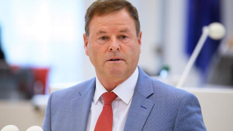 Christian Görke (Die Linke) spricht. Foto: Soeren Stache/dpa-Zentralbild/dpa