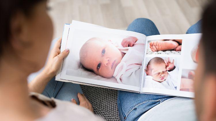 Mit einem Fotobuch lassen sich Erinnerungen auf Papier festhalten.